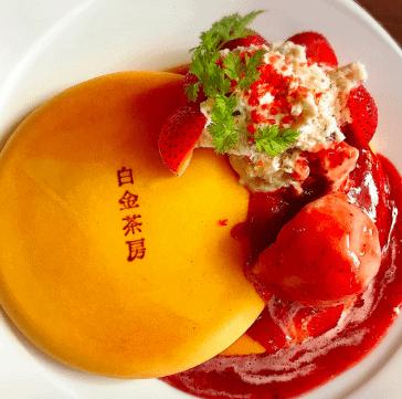 白金茶房のストロベリーパンケーキ