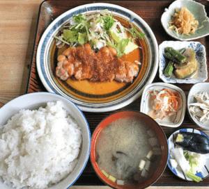 日の出食堂-博多ランチ