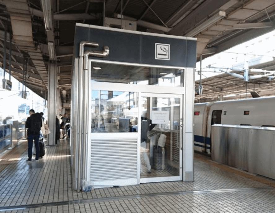 博多駅の新幹線の喫煙所